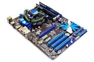 BGA-Bestückung einer Leiterplatte mit blauen Bauteilegruppen