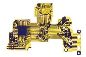 Detailansicht einer flexiblen Platine aus gelben Polyamid
