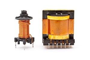 Transformatoren zählen zur Gruppe der induktiven Bauteile